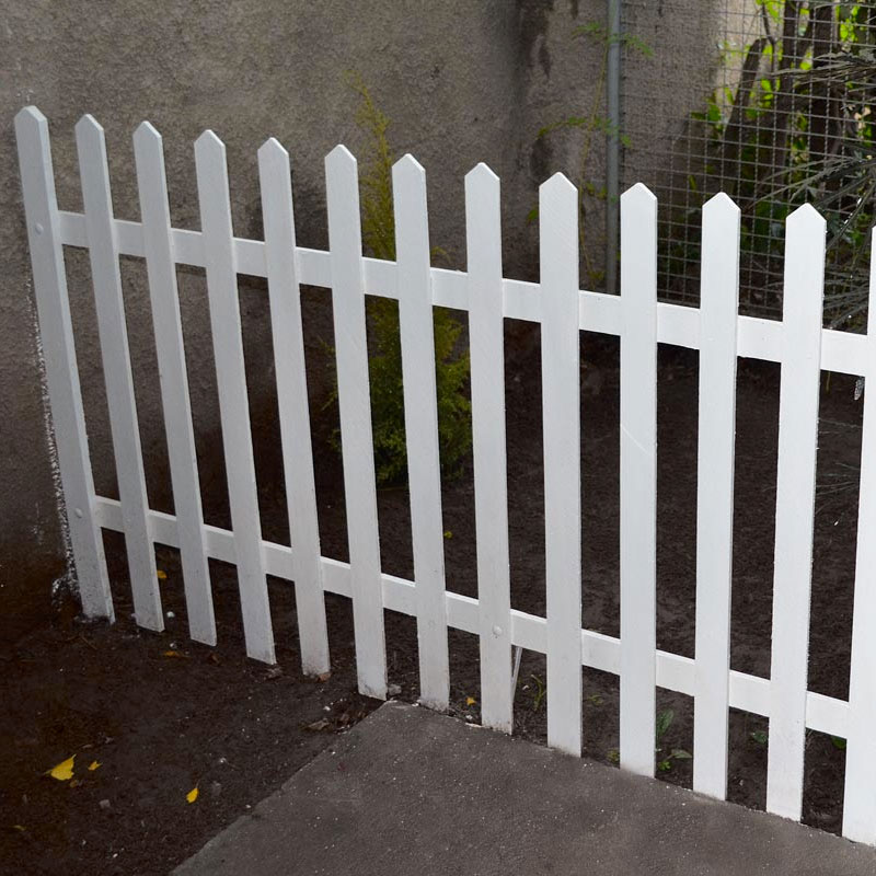 nesse passo a passo como fazer uma cerca de madeira para seu jardim